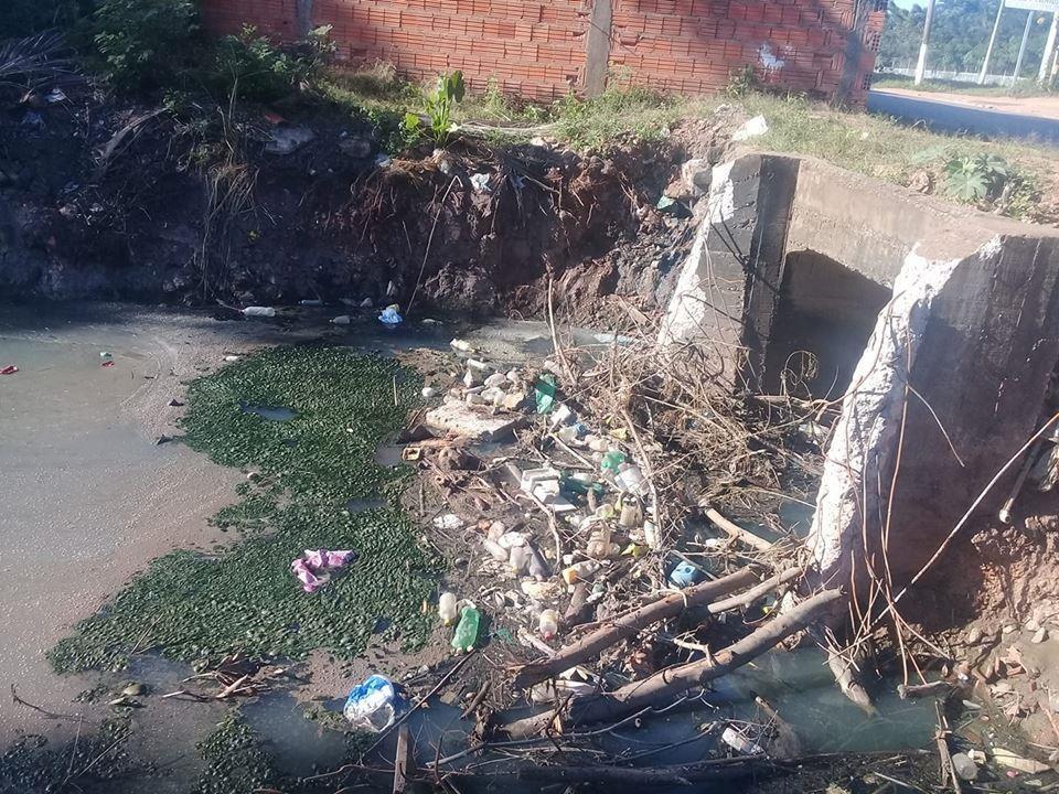 Trecho do córrego na avenida 31 de março, local que já foi área de laser, contado pelo morador Nelson Ferreira.