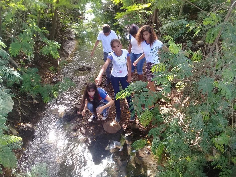 Visita da comissão de estudantes ao Córrego Jacaré
